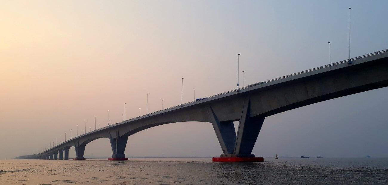 Lach Huyen port
